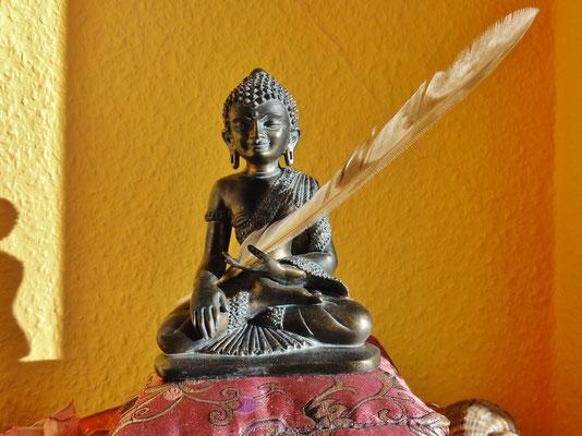 Buddha und die Feder der Leichtigkeit