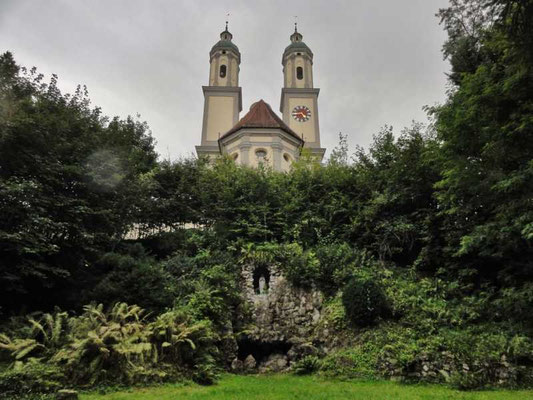 die Mariengrotte unterhalb des Klosters