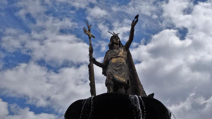 Inka - Denkmal in Lima mit Vogel