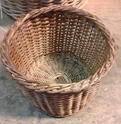 Runder Korb aus Peddigrohr
