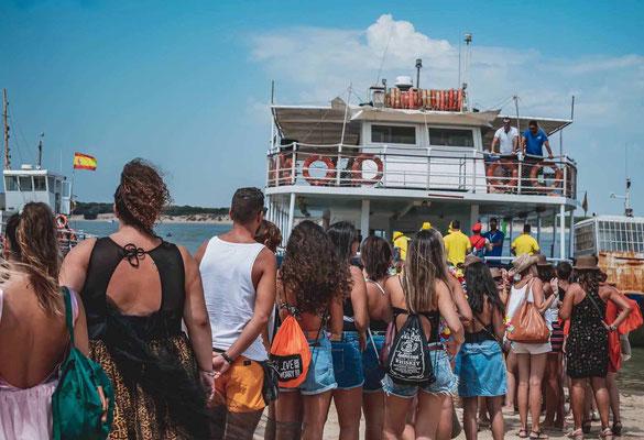 Fiesta en barco para despedidas en Cádiz