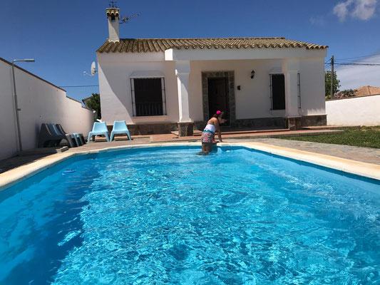 Chalet privado con piscina para grupos de despedida de soltero en Chiclana de la Frontera