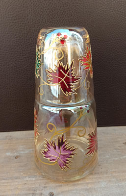 Botella con vaso