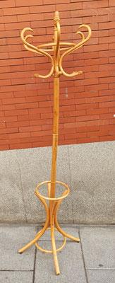 Perchero estilo Thonet. Disponible en varios colores (plateado, morado, blanco, nogal, nogal oscuro y metálico)