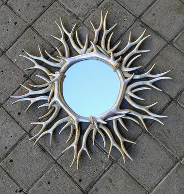 """Espejo """"cuerno ciervo"""" color plata. Ref 271092. 59 centímetros diámetro total. 22 centímetros diámetro del espejo. Disponible en dorado."""
