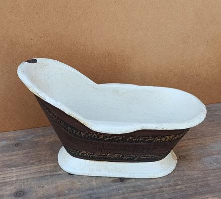 Jabonera con forma de bañera de hierro