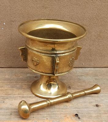 Mortero de bronce
