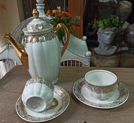 Cafetera con 2 tazas porcelana Santa Clara. Ref 02