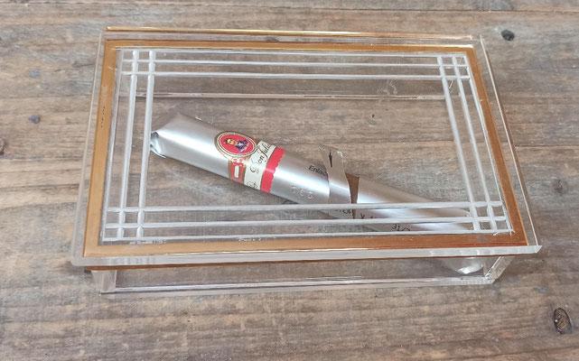 Caja guarda tabaco de metacrilato