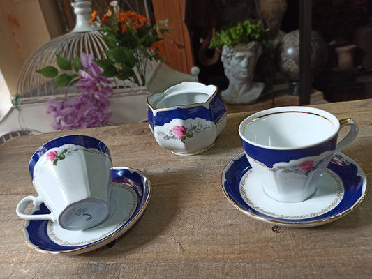 Azucarero y 2 tazas porcelana alemana Graf Von Henneberg. Ref 09