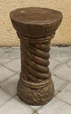 . Columna madera forrada en chapa. 44x21 diámetro.