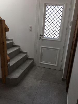 Pose carrelage gré cérame 80 x 80 Evoque Perla, entrée de maison, avec plinthes