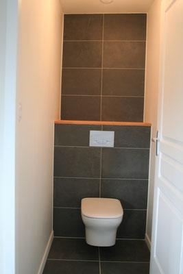 Albertus rénovation wc suspendu tablette chêne faïence et carrelage