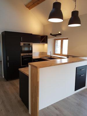 albertus rénovation installation d'une cuisine sur mesures comptoir bar chêne massif