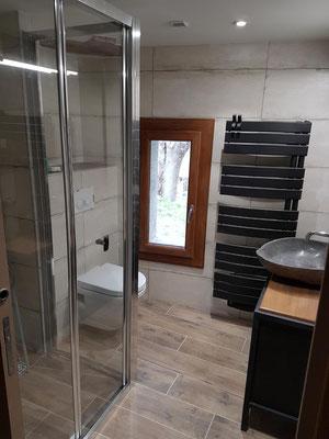 Albertus rénovation salle de bain Montmaur  Veynes 05400 Hautes Alpes carrelage galets douche de plain pied
