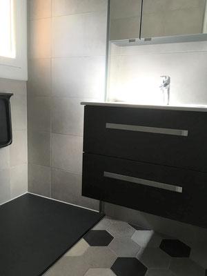 Douche Chorges Baie Saint Michel Serre Ponçon plain pied meuble suspendu vasque céramique