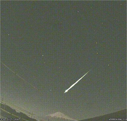 2月4日の富士山の上を飛ぶ火球