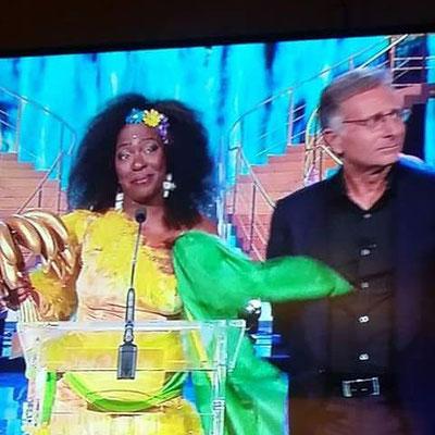 Rosana Copacabana vincitrice del Premio Speciale a Ciao Darwin Award 2016. Giudicati anche Miglior Look Best Look  Miglior esibizione Best Performance  Personaggio Televisivo Character of the year a Ciao Darwin7 canale 5 Mediaset