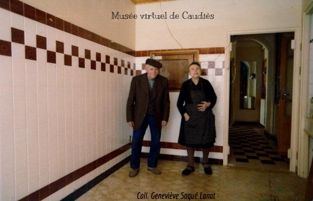 Jeanne et Pierre Vassals autour de 1970 dans la boutique en rénovation.