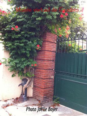 Ancienne Borne-Fontaine rue de jardins (juin 2016)
