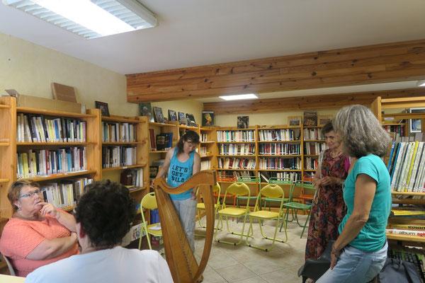 Avec Martine Félix Sanchez, responsable de la Bibliothèque