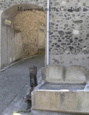 Borne-fontaine avenue col de Saint-Louis (détail photo abreuvoir d'Andrée Tricoire
