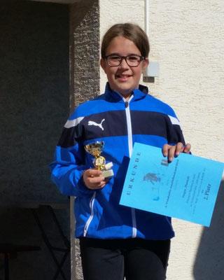 Hannah bei der Siegerehrung des Schülerlaufs