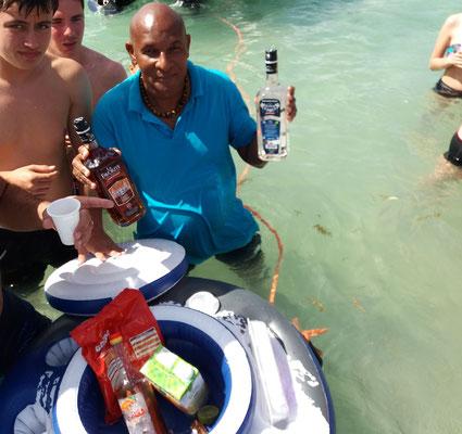Planteur et accras dans la baignoire de Joséphine Martinique balade en mer avec le Capitaine Romule