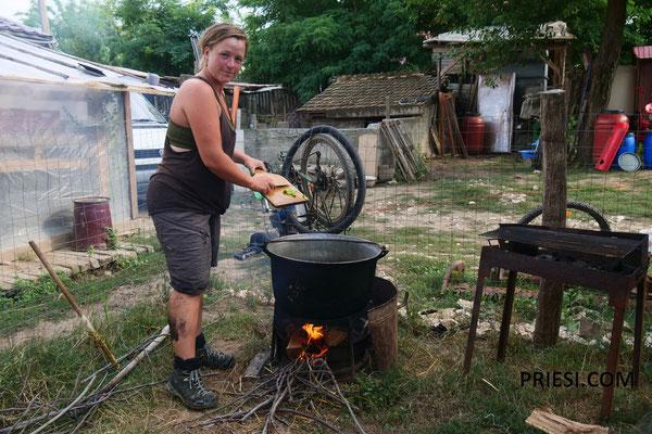 Maren kocht für die Mannschaqft