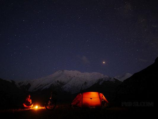 Das Lager bei Nacht
