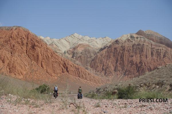 da waren wir überrascht..Canyonlandschaft ala Utah auch in Kirgistan