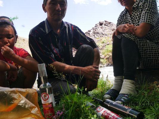 """kleiner Vodka-Umtrunck...danach weiter berghoch zu fahren war """"spaßig"""""""