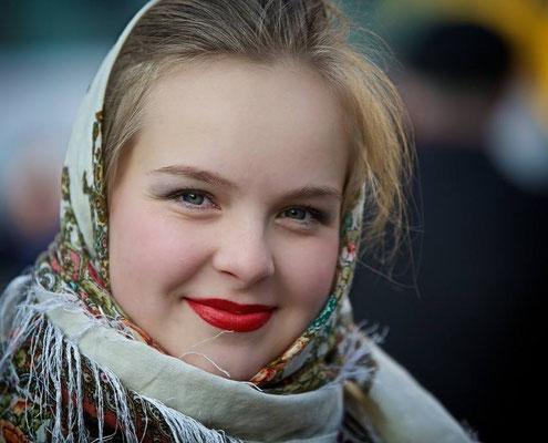 ※ロシア人は唇をかすかに上げる「微笑み」しか見せません。あまり歯を見せることはないのです。この写真はDiscover Russiaというサイトにあったもの。(撮影:Kip Garikさん)