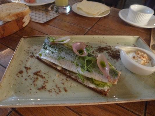 イタリア料理店のブルスケッタですが、 形態が日本の棒寿司に似ています。