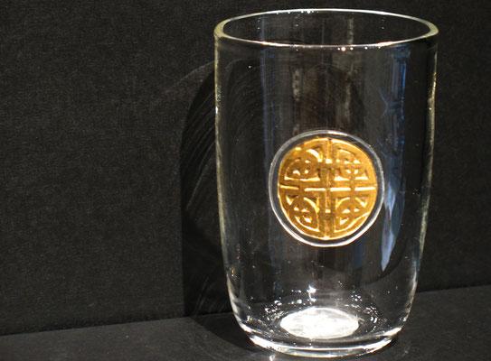 Die keltische Version des gordischen Knoten ist Teil eines Designs für TRISTAN (das klingende Schwert). Handgemachtes Glas.  ca 290 €.