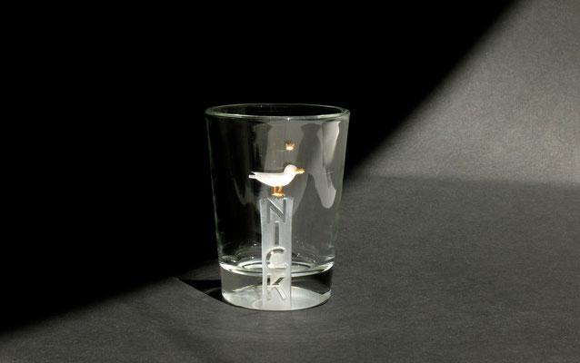 NICK's Wahrzeichen ist der Vogel, und als kleines Nordlicht hat er ihn als Möwe auf dem Poller dabei.  ca 144€