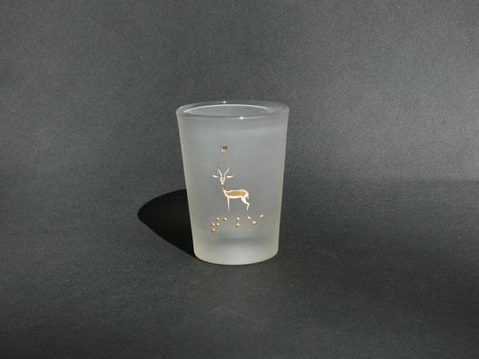 TABEA ist das afrikanische (suaheli) Wort für Gazelle,  mit Blindenschrift. ein Glas zum Fühlen.   160€
