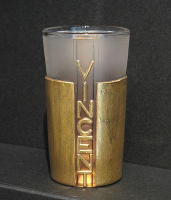 VINCENT der Sieger, hier von seiner Namensseite. Hinter ihm leuchtet das gold im innern. das ist das Schöne am Glas, das es immer doppelt wirkt und unverborgene Tiefen offenbart. ca 366€