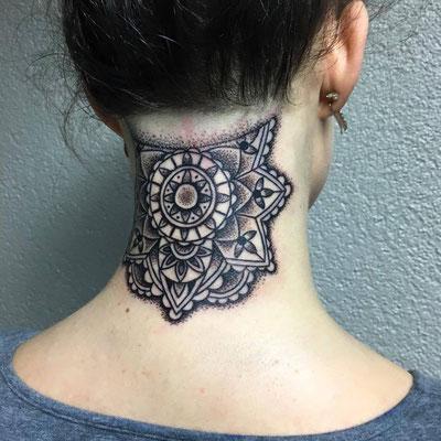 Mandala auf dem Nacken
