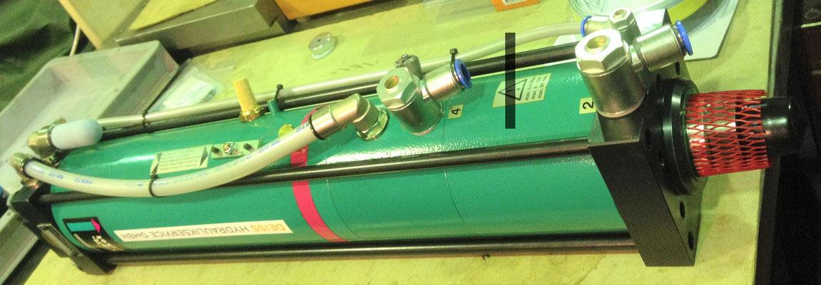 Tox Pressotechnik - Kraftpaket zum versenden bereit