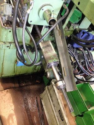 Doppelenden-bearbeitungsautomat Vorschubzylinder ausbauen