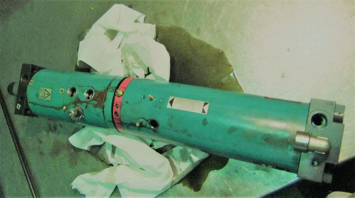 Tox Pressotechnik - Kraftpaket beim zerlegen