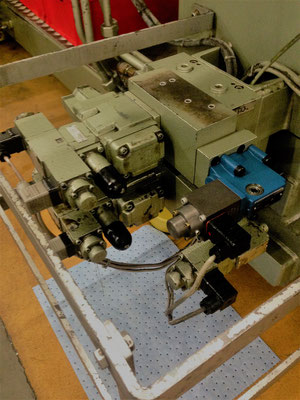 Kernzug- und Ausstosserblock - NETSTAL MPS