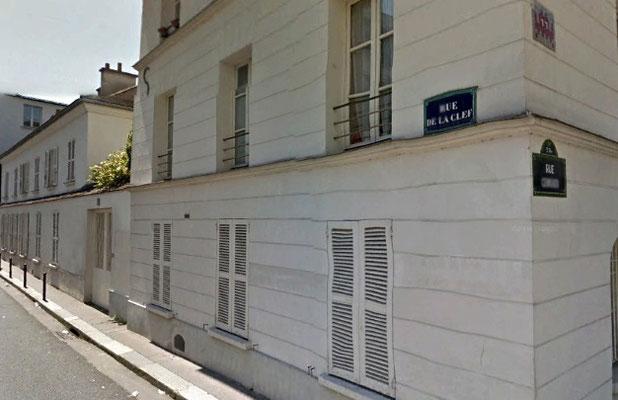 La rue de la clef transfigurée en 2017 : les bicoques miséreuses ont désormais des allures d'hôtels particuliers (prix moyen du m2 : 11 000 €)
