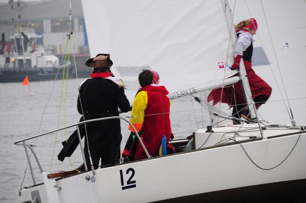 Gut gesegelt, kreativ gebacken und verkleidet: Heizkörper Sailing Team