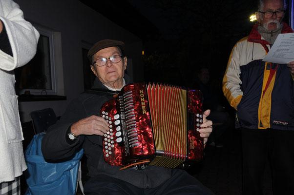 Werner unser unermüdliches Akkordeonorchester