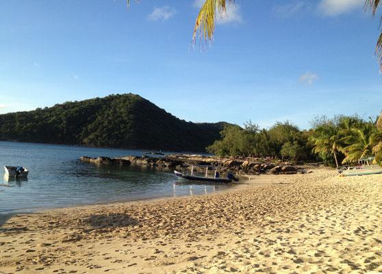 beach-barefoot-manta-island