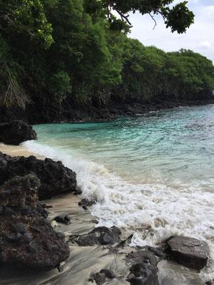padang-bai-blue-lagoon-beach