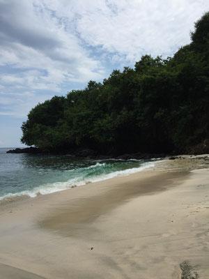 padang-bai-blue-beach