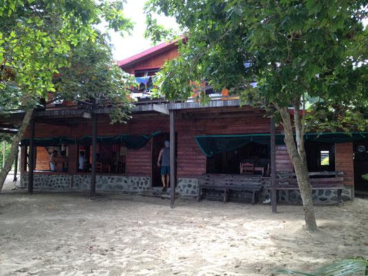 haupthaus-white-sandy-beach-resort